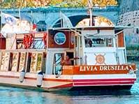 Dall'Isola Tiberina sul battello Livia Drusilla navigheremo fino all'Ara Pacis